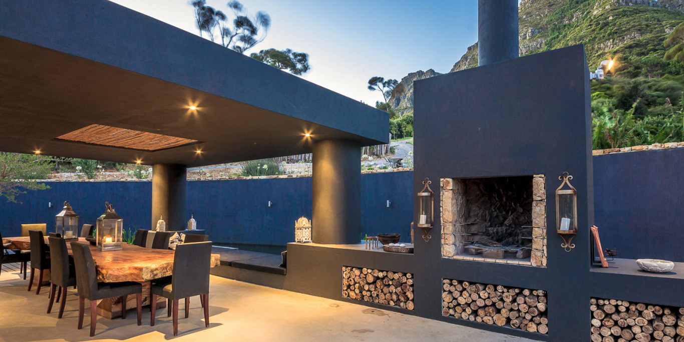 Outdoor Dining in Cape Town Villa