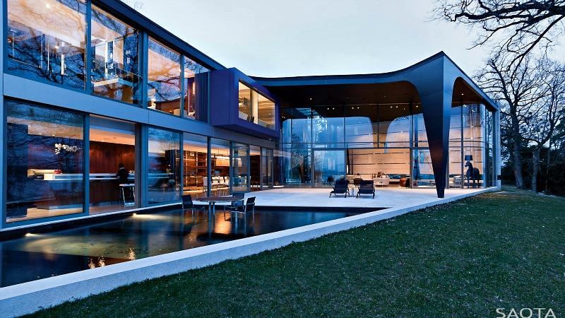 Majestic Lake House