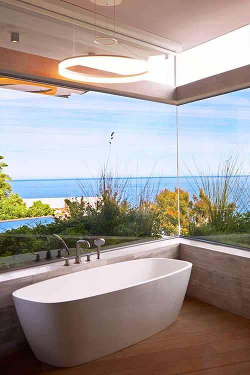 Bath-with-a-view-over-the-sea---Ellerman-Villa-in-Bantry-Bay-f