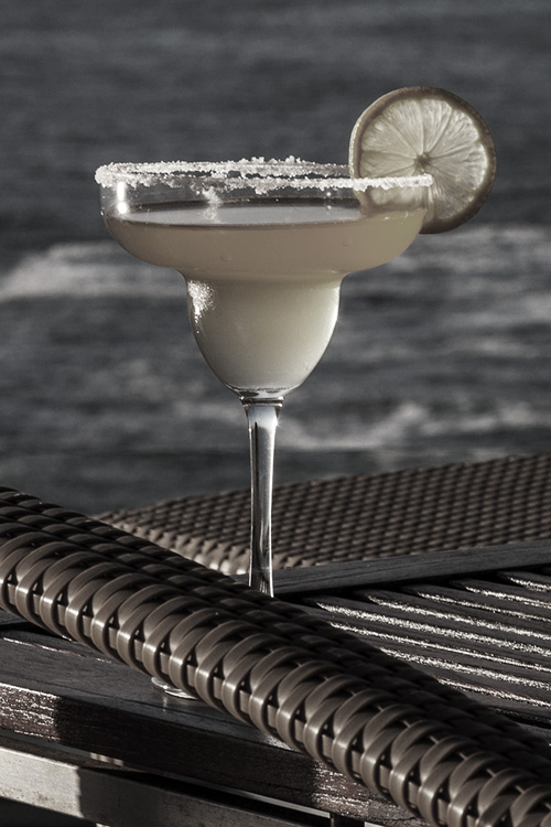 Cocktail-in-front-of-Ocean-at-Ellerman-Villa-J