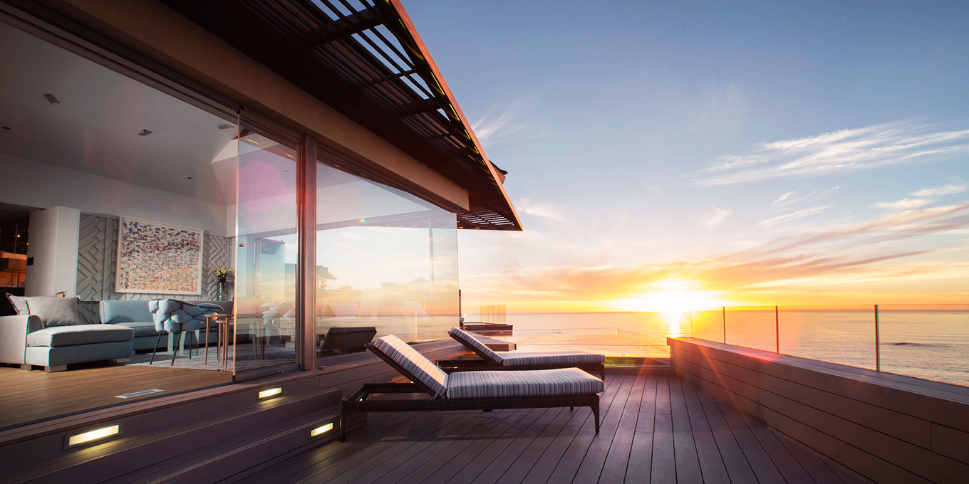 Deck-and-sun-loungers-look-over-the-ocean-and-sunset-at-Ellerman-Villa-2b