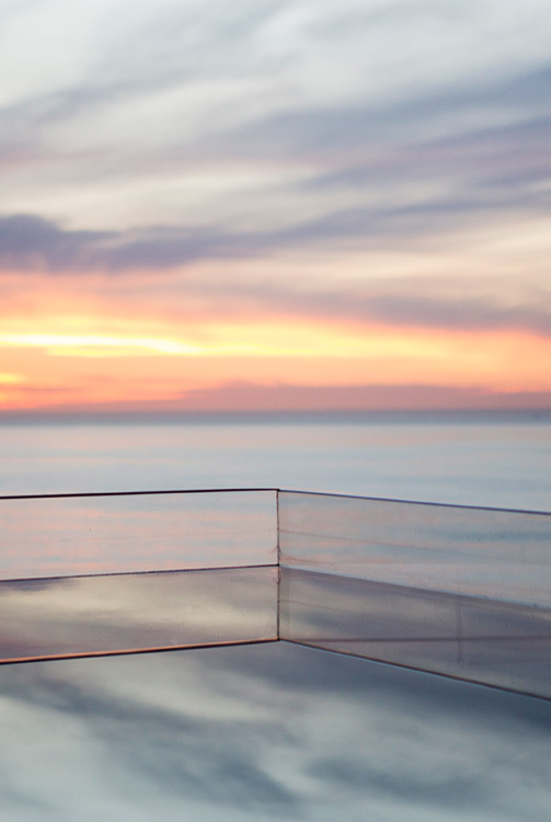 Infinity-Pool-looks-over-ocean-at-sunset-b