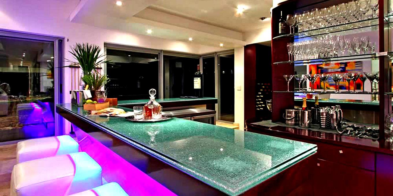 Hollywood Mansion Indoor Bar