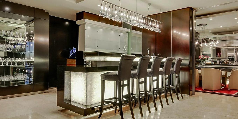 Luxury Villa Indoor Bar