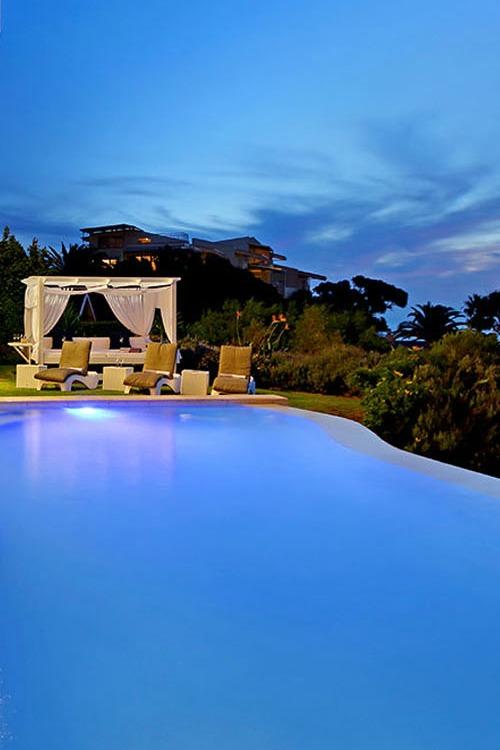 Hollywood Mansion Pool Lounge