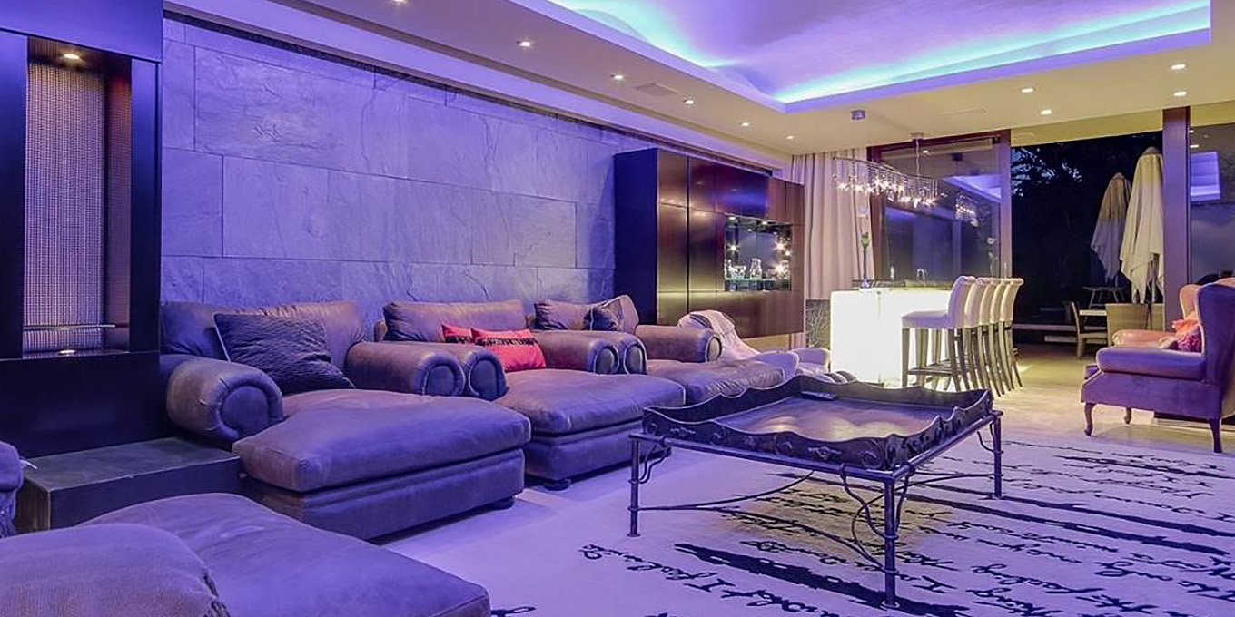 Moondance in fresnaye cape town villa in south africa for Kitchen lights cape town