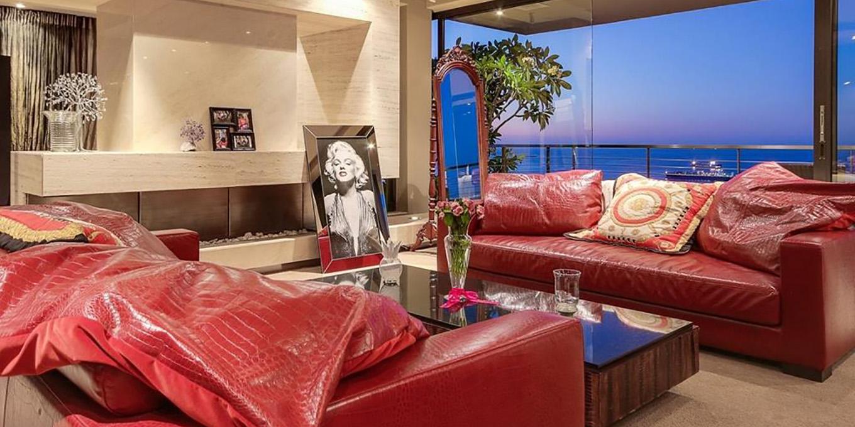 Red-Sofa-in-Luxury-Villa